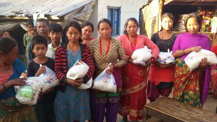 AMURT Népal / séisme / distribution de produits alimentaires